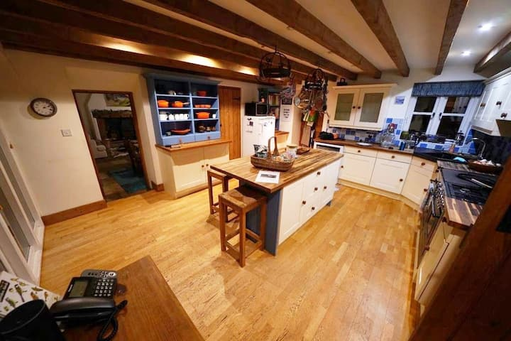 Llais Aderyn, spacious, peaceful barn conversion