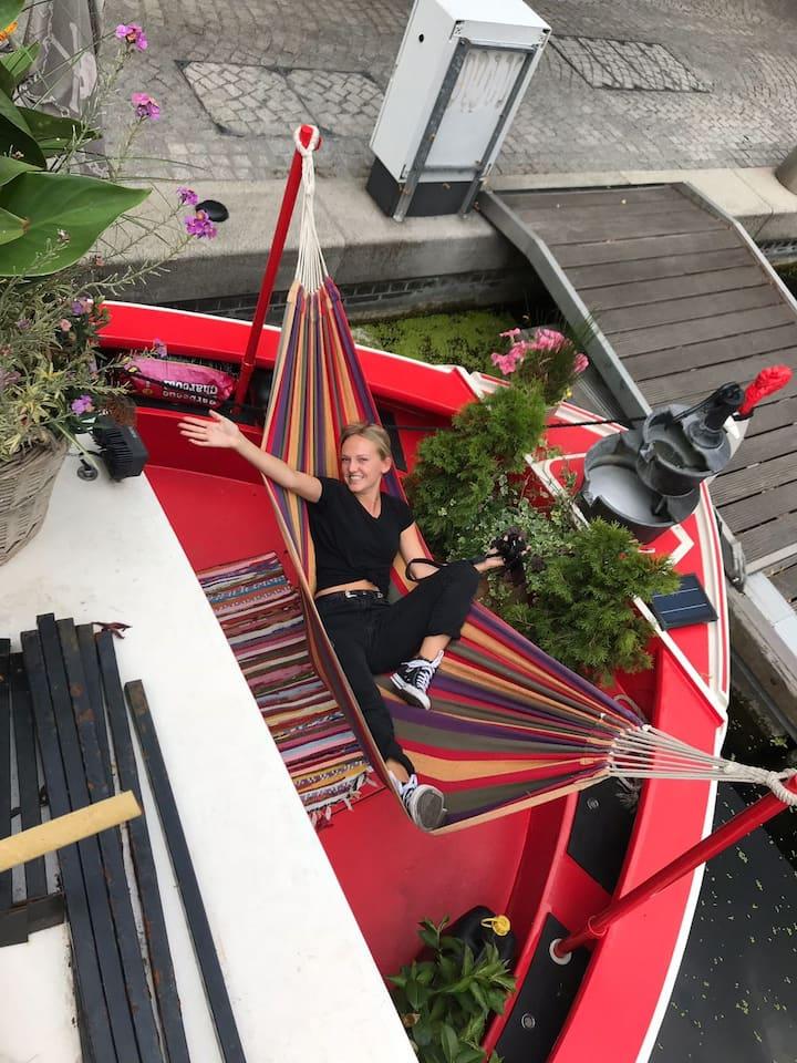 Houseboat hammock Kings Cross - inside or outside