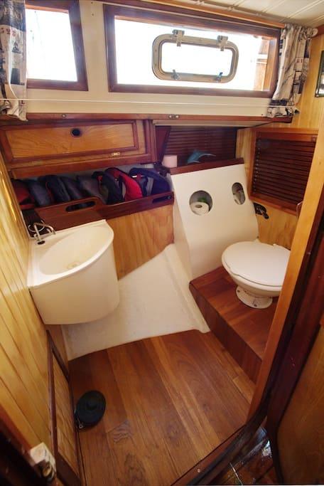 Toilette de mer et douche au port