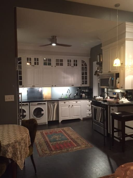 Full ammenities, washer dryer dishwasher and, of course, all kitchen at your service.