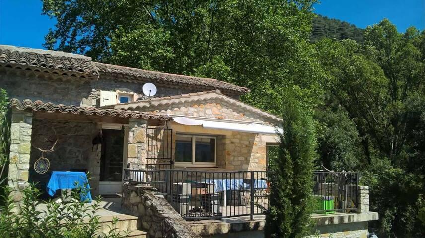 maison typique en pierre centre Ardeche