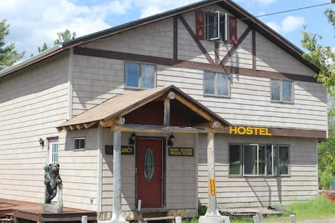 TMax-n-Topo's Hostel & Private Rooms