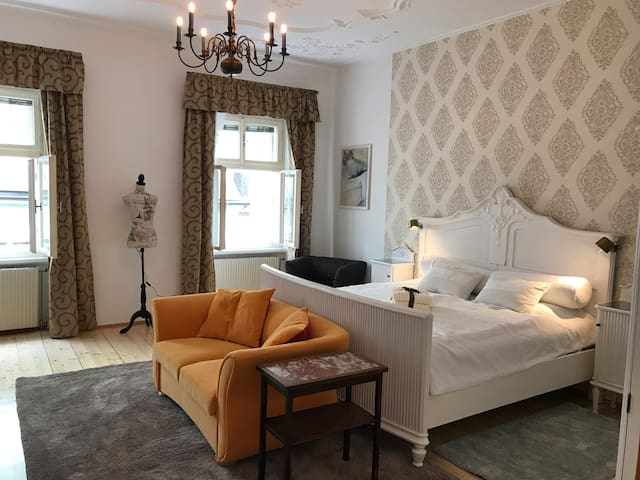 Lovely Baroque Flat in a Lovely Baroque City