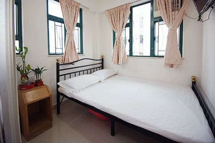 Mong Kok private rm with bathrm near MTR
