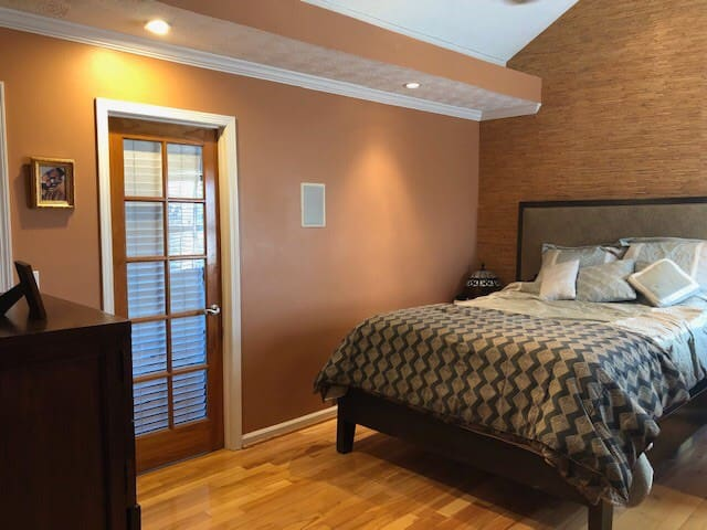 Queen Bedroom w/ Private Bathroom