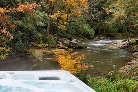 Forest River Apt. Private w/Hot Tub & Fireplace.