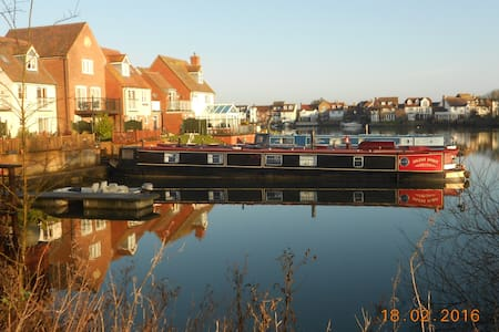 Narrow boat on private mooring - Oxfordshire - Bot