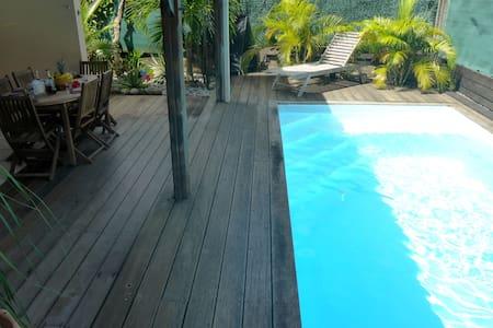 Chambre  avec accès piscine - Le Robert - Ház