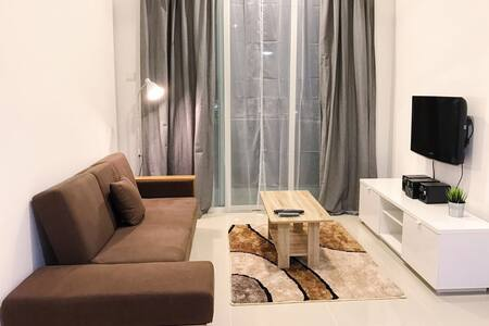 Cozy New Modern Serviced apartment NEAR Mid Valley - クアラルンプール - アパート