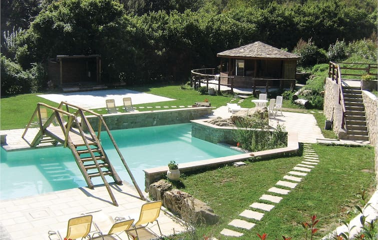Holiday apartment with 1 bedroom on 80 m² in Montepiano (PO)