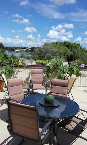 Scenic WATER FRONT CONDO (on 700 acre Lake) - Largo - Apto. en complejo residencial