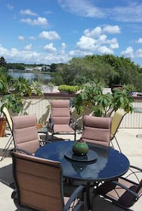 Scenic WATER FRONT CONDO (on 700 acre Lake) - 拉哥(Largo)