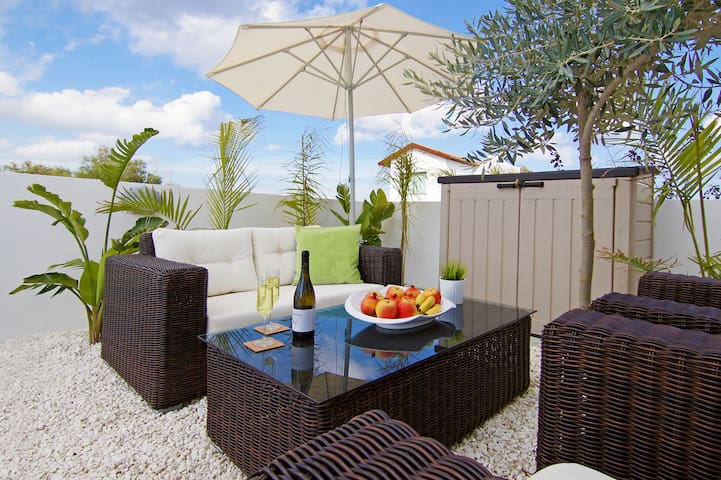 Dina-3 bedroom private villa with pool