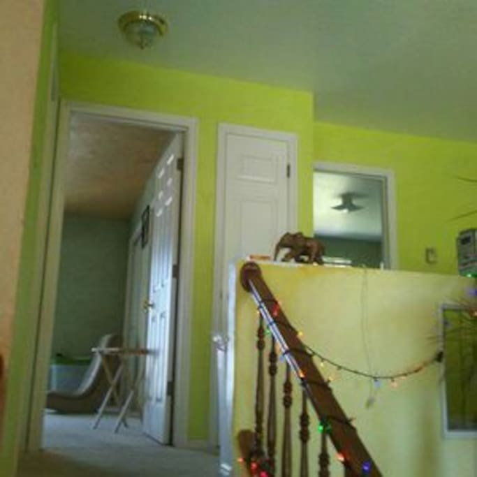this is the 2 bedrooms upstairs and bathroom for rent