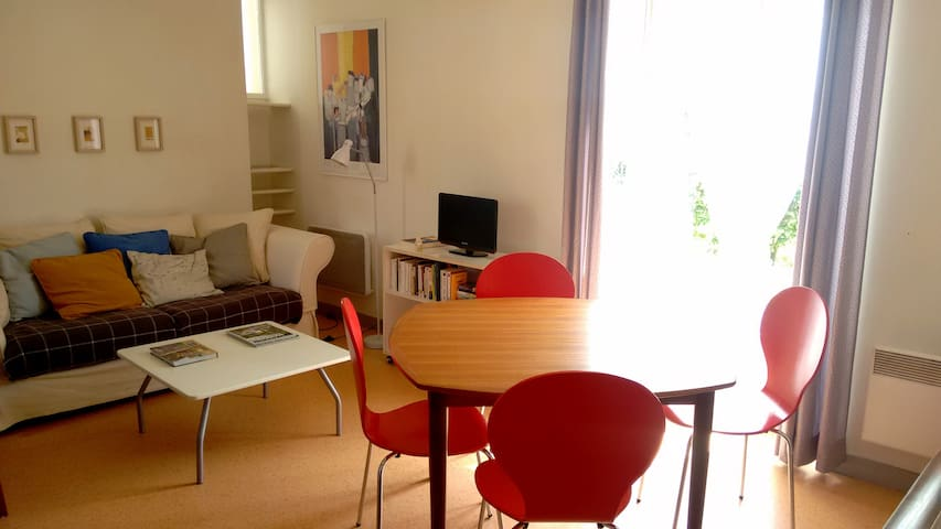 Charmante maison d'architecte à 20 min de Cluny - Saint Gengoux de Scissé  - Dům