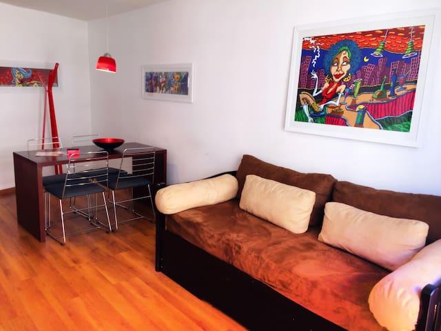 Pocitos Suite 503  /  Echeva