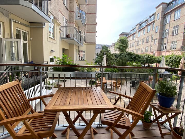 Bright 3-bedroom flat next to park in Østerbro