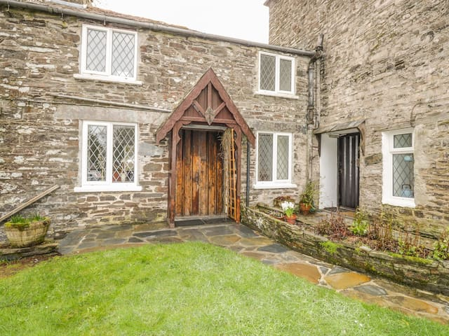MILL COTTAGE, family friendly, with open fire in Tintagel, Ref 981