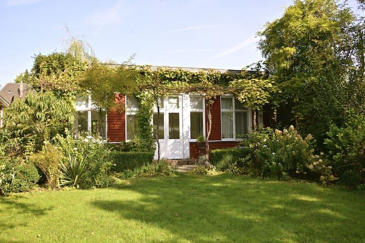 Traumhaft Wohnen im Gartenatelier - Dießen am Ammersee - Dům pro hosty