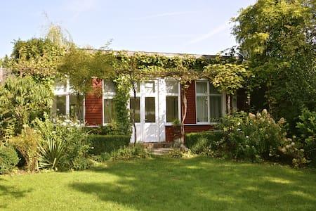 Traumhaft Wohnen im Gartenatelier - Gästehaus