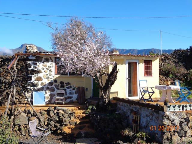 Schmuckes sonniges Steinhaus - El Paso - Alojamento na natureza