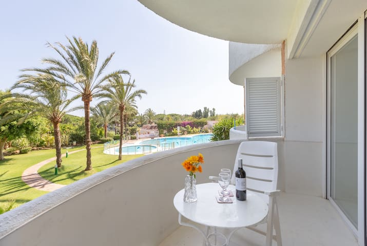 "Charming Apartment ""Excepcional estudio Playa Real"" Close to the Beach with Sea View, Wi-Fi, Air Conditioning, Balcony & Garden"