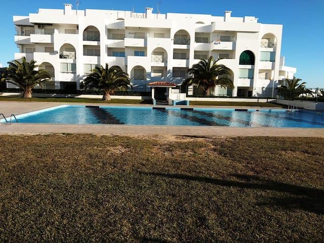 Apartamento na Praia de Porches by  iZiBookings