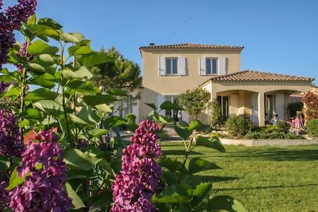 Villa à la campagne proche Uzes  - Moussac - บ้าน