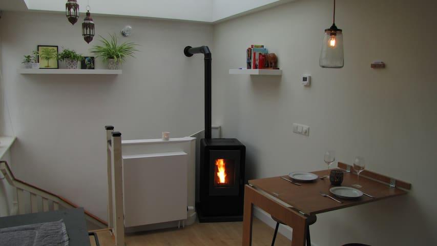 Unique space: own kitchen, bathroom, roof terrace!