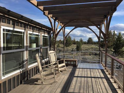 Quiet central Oregon desert retreat with a view!