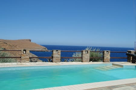 The Aegean dream on a seaside villa - Liotrivi