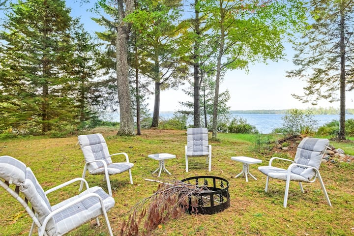 Waterfront cabin w/ sunrise lake view, firepit, deck & gas grill - 1 dog OK!