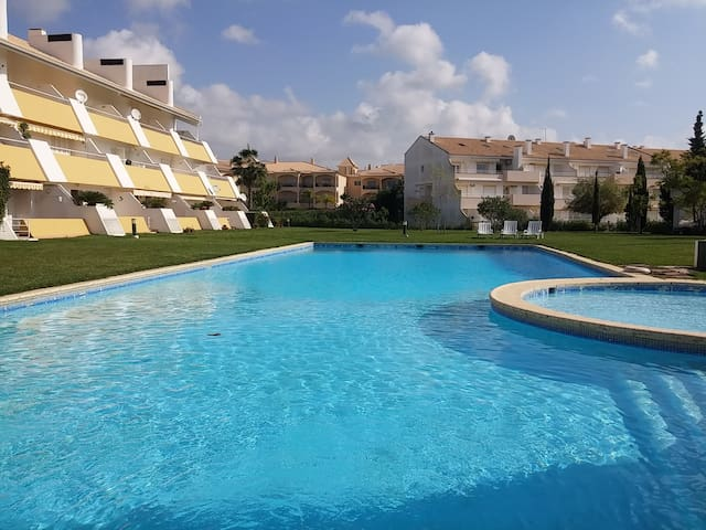 Large 2 Bed Apartment - Great location with WIFI