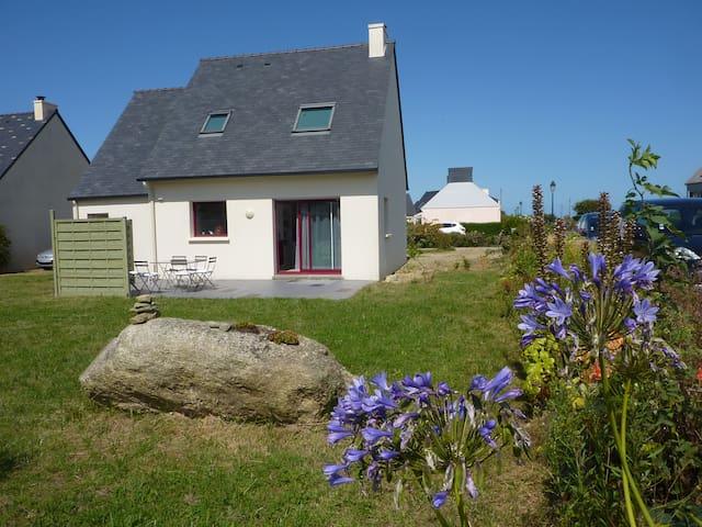 Maison calme et bien équipée de 90m2 avec jardin - Plounéour-Trez