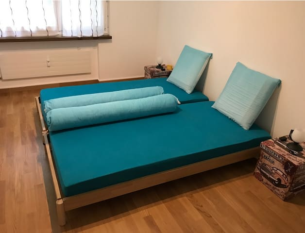 Double bed (2x 90x200cm)