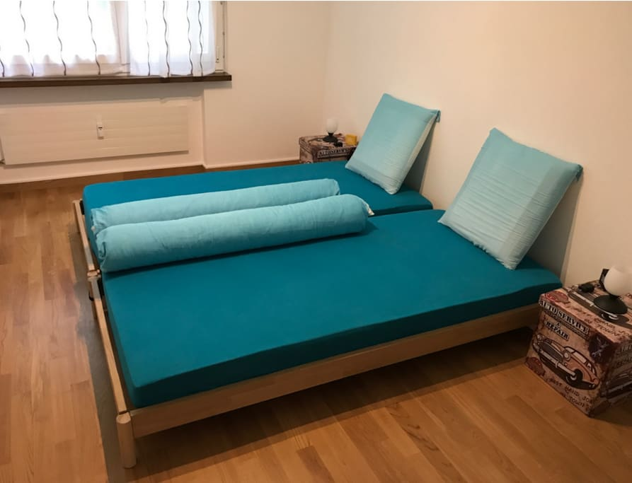 Double bed (2x 90x200cm)