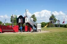 Spielplatz mit Kletterschiff