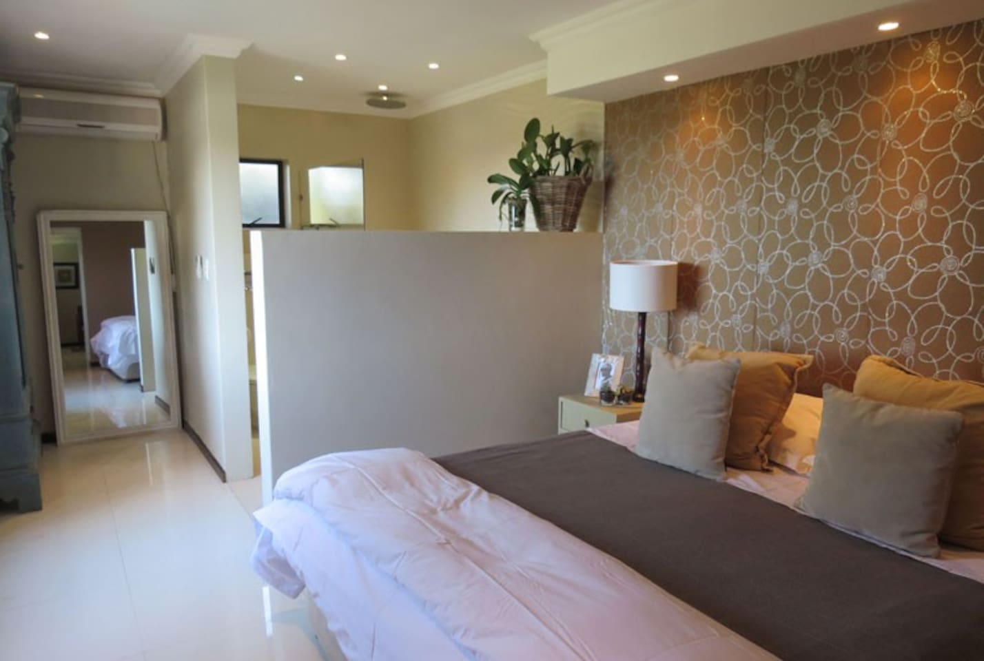Light, large room with King size bed and comfortable linen