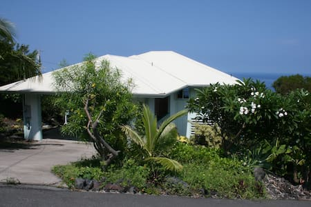 Peaceful Home with Ocean View & Beach Access - Captain Cook