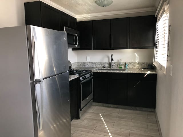 Spacious 2 bdrm apt in the heart of Las Vegas!