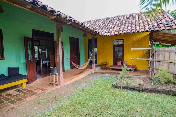 """Casa """"La moncheria"""" con jardín y cocina x 5"""