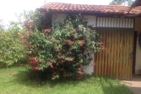 Quarto tipo chalé em chácara - Brasília