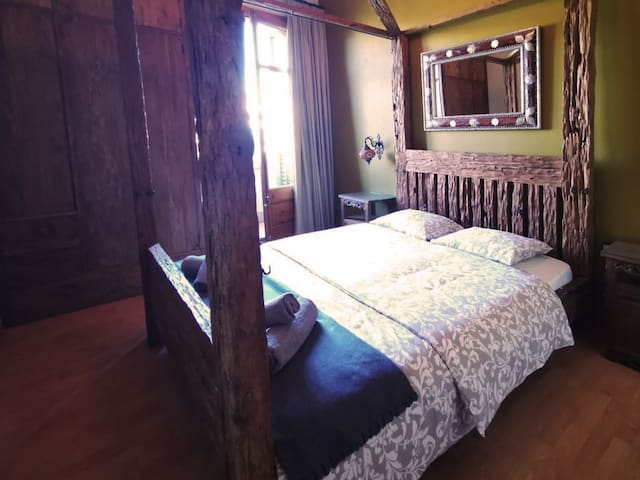 Exclusive room for 2 people center Barcelona I