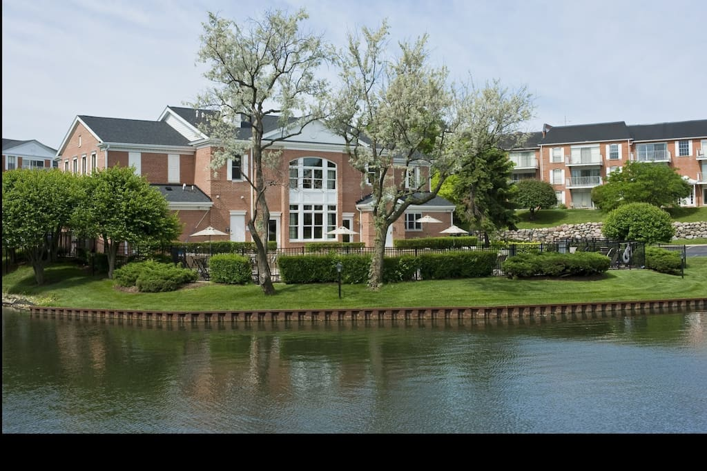 Versailles On The Lake Apartments Schaumburg