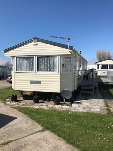 Luxury 8 Berth Holiday Home at 5* Sand Le Mere