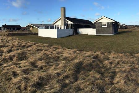 Hyggeligt sommerhus i Klitmøller - Thisted - Casa de campo