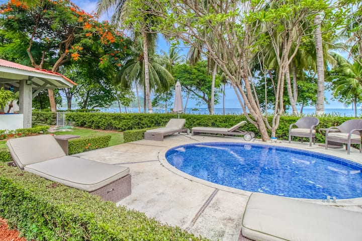Beachfront house w/ private pool and terrace!