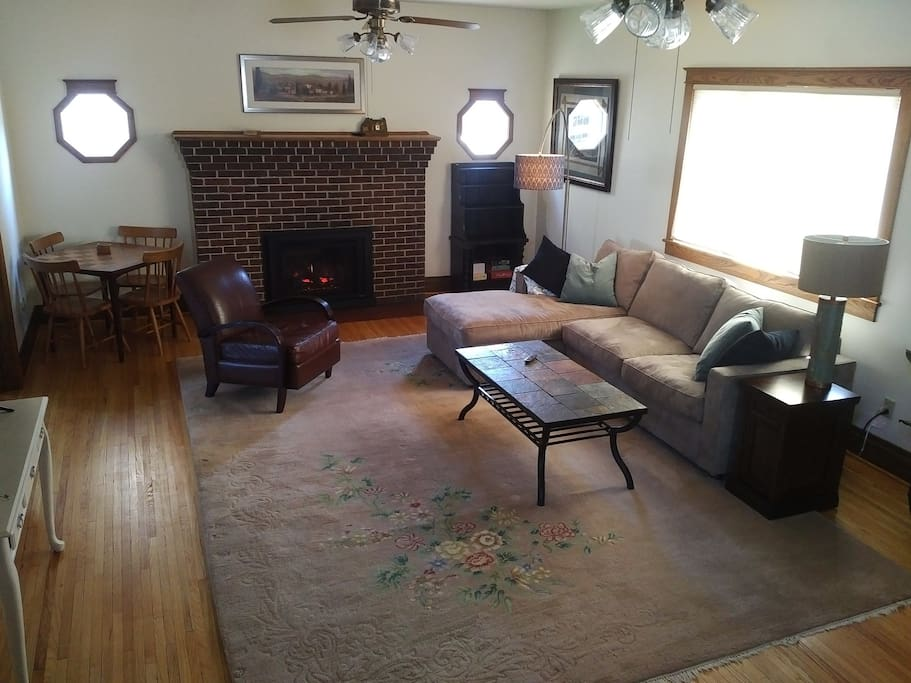 Huge Living Room w/gas fireplace