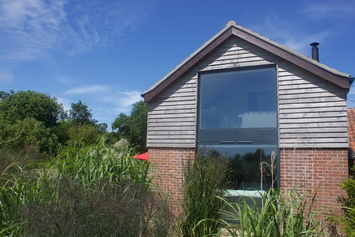 Puddle Barn, Sleeps 6, spacious barn conversion