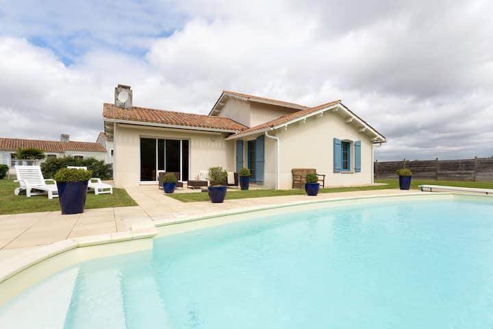 Profitez d'une piscine privée ! Villa rustique 6p sur le terrain de golf
